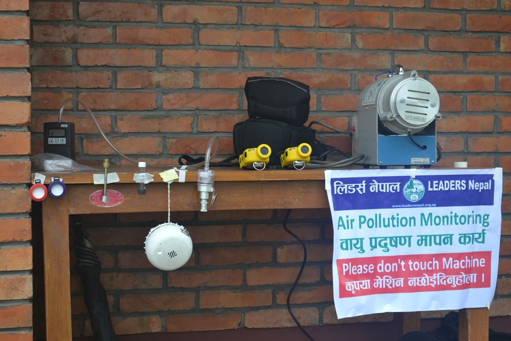 air_pollution_monitoring_machine_display